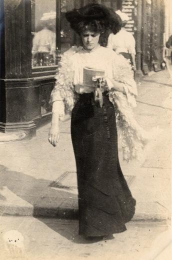 walking 1906